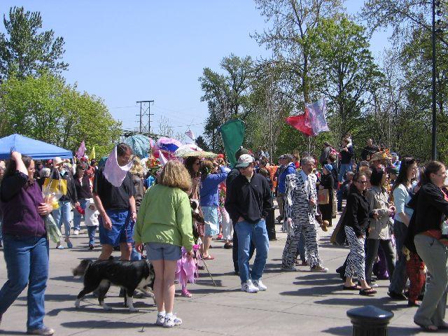 earth-fair-parade-3
