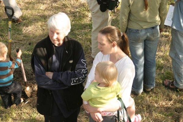 c18-jodi-her-mom-and-katie