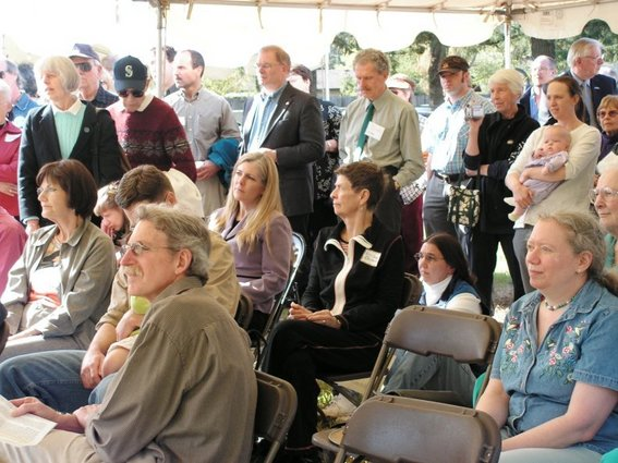 d07-attentive-crowd-listens-to-speakers