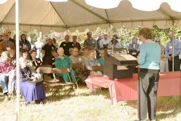 d12-corvallis-mayor-speaks-to-crowd