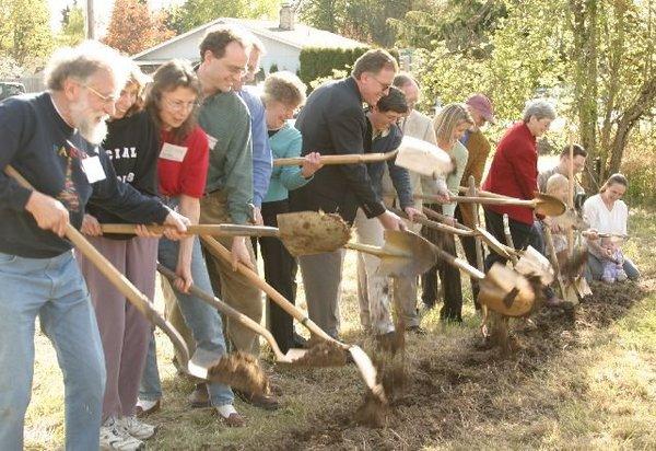 g09-first-wave-of-shovelers-flings-dirt