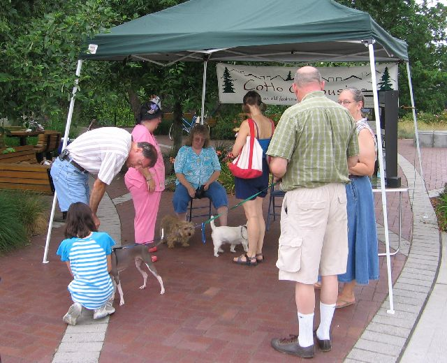 greeting-farmers-market-visitors