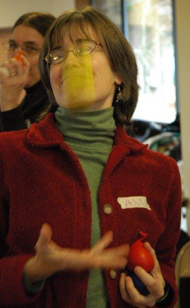 2-anne-juggling