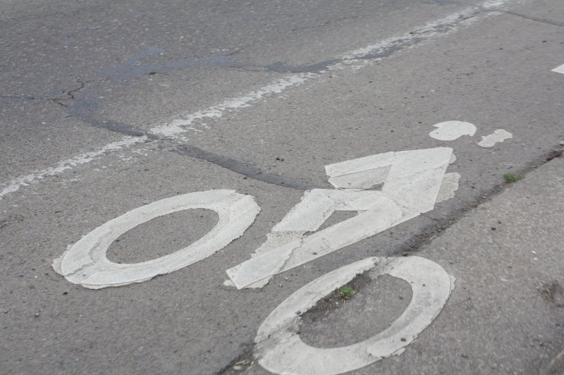 blue bike lane symbol