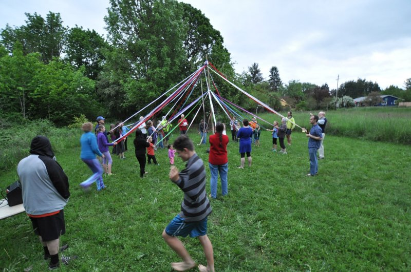 CoHo Maypole Dance 2016-05-04 20.05.10